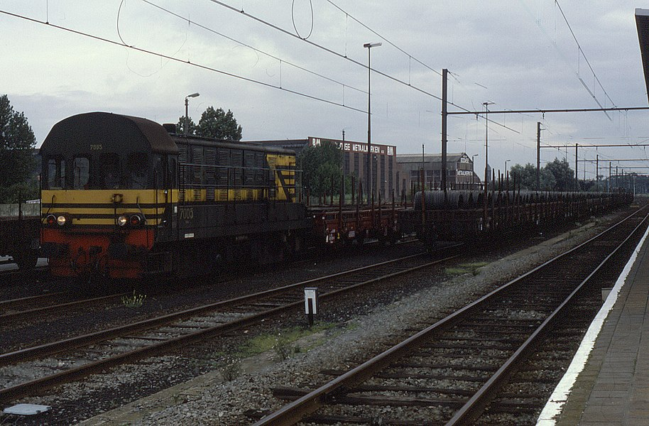 7005 on a freight at Boom, Belgium, 10 September 1987.