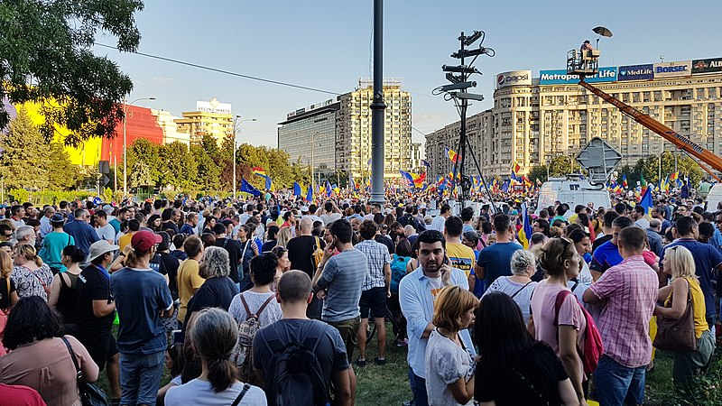 File:10 August -Protest against corruption - Bucharest 2018 - Victory Square 3.jpg