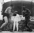 1908 Tommy Burns vs Jack Johnson.jpg