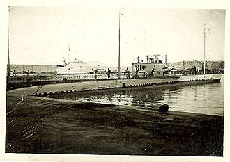 Submarine forces (France) - Le Galatée of the Sirène-class docked at the port of Oran in 1933. Calypso of the Circé-clas in the foreseeable background.