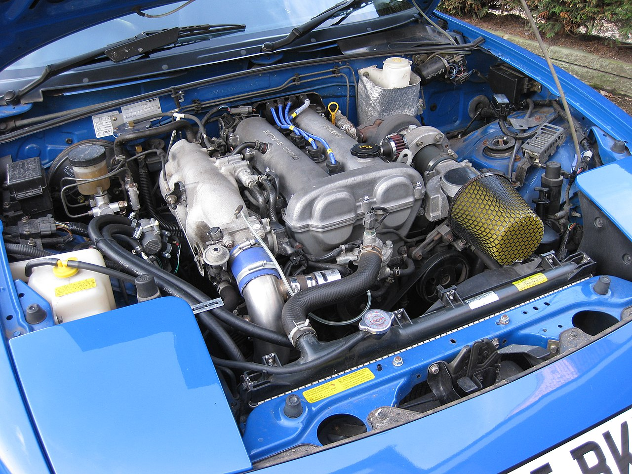 File:1990 mazda mx5 1.6 DOHC 4 cylinder turbo.jpg