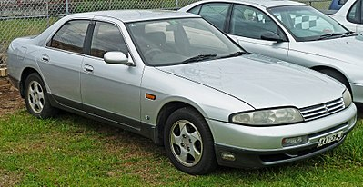 400px-1993-1996_Nissan_Skyline_%28R33%29_GTS25t_sedan_01.jpg