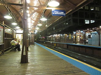 Quincy station (CTA) - Image: 20110830 17 CTA Loop L @ Quincy & Wells