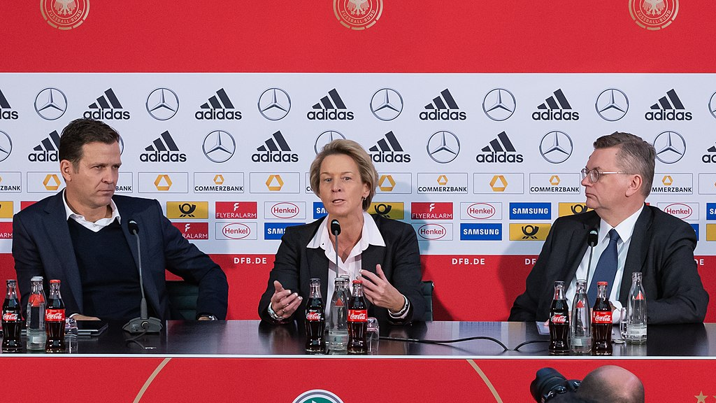 2018-11-30 DFB presentation of the new head coach of the National Womens Team StP 6917 LR10 by Stepro.jpg
