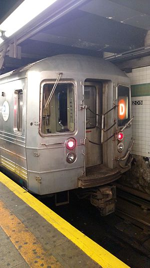 Norwood–205th Street (IND Concourse Line) - A D train at the platform