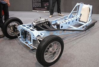 Longitudinal engine - Longitudinal engine in a 3-wheeler chassis