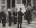 63ste Lustrum van het USC. De aanbieding van de Universiteitsbanier door de rect, Bestanddeelnr 056-0978.jpg