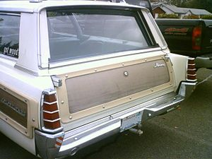 Mercury Colony Park - 1966 2-way tailgate with side-swing door handle