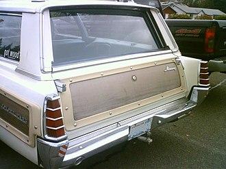 Mercury Colony Park - 1966 2-way tailgate with side-swing door handle