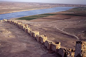 Halabiye - View of wall and Euphrates.