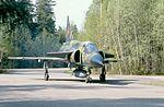 AJ 37 Viggen taxar på krigsbas.jpg