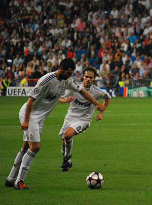 Fernando Gago - Gago playing for Real Madrid in September 2009