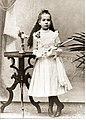 Alma Karlin pri prvem obhajilu leta 1900.jpg