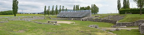 Ancient Roman amphitheatre in Bad Deutsch-Altenburg - panorama.JPG