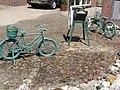 Angeren (Lingewaard) fietsen als tuinversiering.JPG