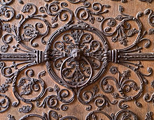 Anelli del santuario su una porta di Notre Dame de Paris