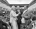 Annie de Reuver, Maup Caranse en Max van Praag en tijdens een rondvaart door de…, Bestanddeelnr 909-6301.jpg