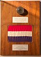 Apollo 17 dutch flag and sample, Museum Boerhaave Leiden 1.jpg