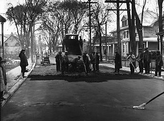 Ahuntsic-Cartierville - Workers spreading asphalt in Sault-au-Récollet about 1930.