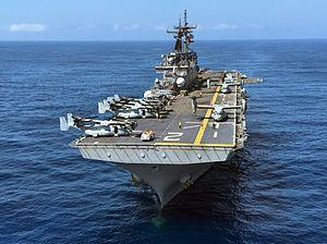 USS Essex (LHD-2) - Image: Assault ship USS Essex (LHD 2) transits the Pacific Ocean