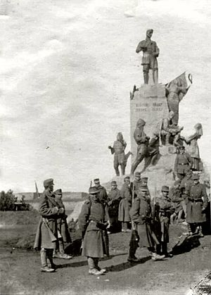 Austro-Hungarian soldiers by the statue of Karađorđe in occupied Belgrade, 1915.jpg