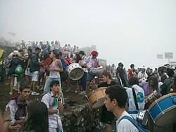 Bandas e caixas na Festa do Monte de Santa Tegra (o Santa Tecla).jpg