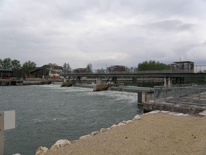 Barrage et écluse de Jaulnes. 77480 Jaulnes