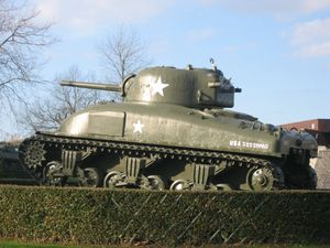 M4 Sherman variants - M4A1 (cast hull). Note the rounded edges of its fully cast upper hull. Variants from the M4 and M4A1 share the same 9-cylinder radial engine profile.