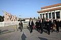 Beijing, Ofrenda Floral Mausoleo Mao Zedong (10961759164).jpg