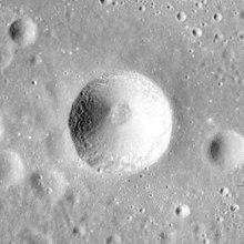 本尼迪陨石坑