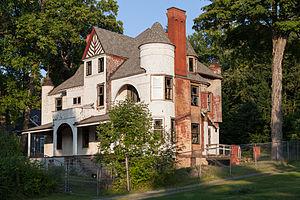 Benjamin Franklin Jones Cottage - Front and side (west corner) in September 2014