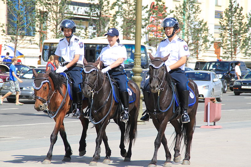 File:Berittene Polizei Ulaan Baatar 2010.JPG