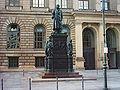 Berlin Statue Abgeordnetenhaus.jpg