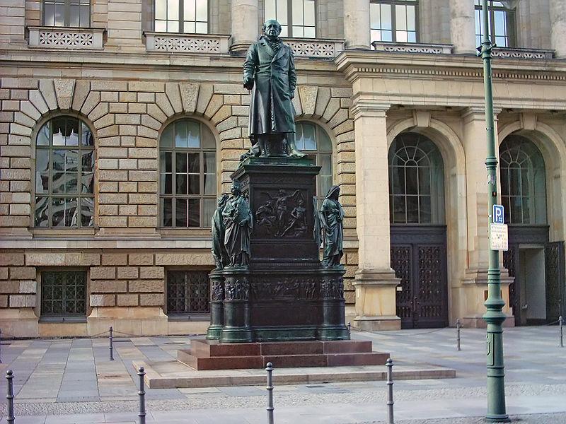 Datei:Berlin Statue Abgeordnetenhaus.jpg