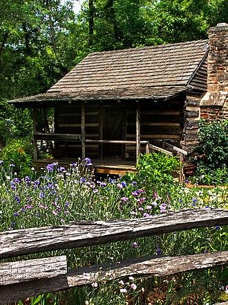 Clarkesville, Georgia - Historic Big Holly Cabin at the Mauldin House in Clarkesville
