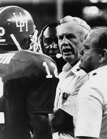 English: Bill Yeoman coaching the Houston Coug...