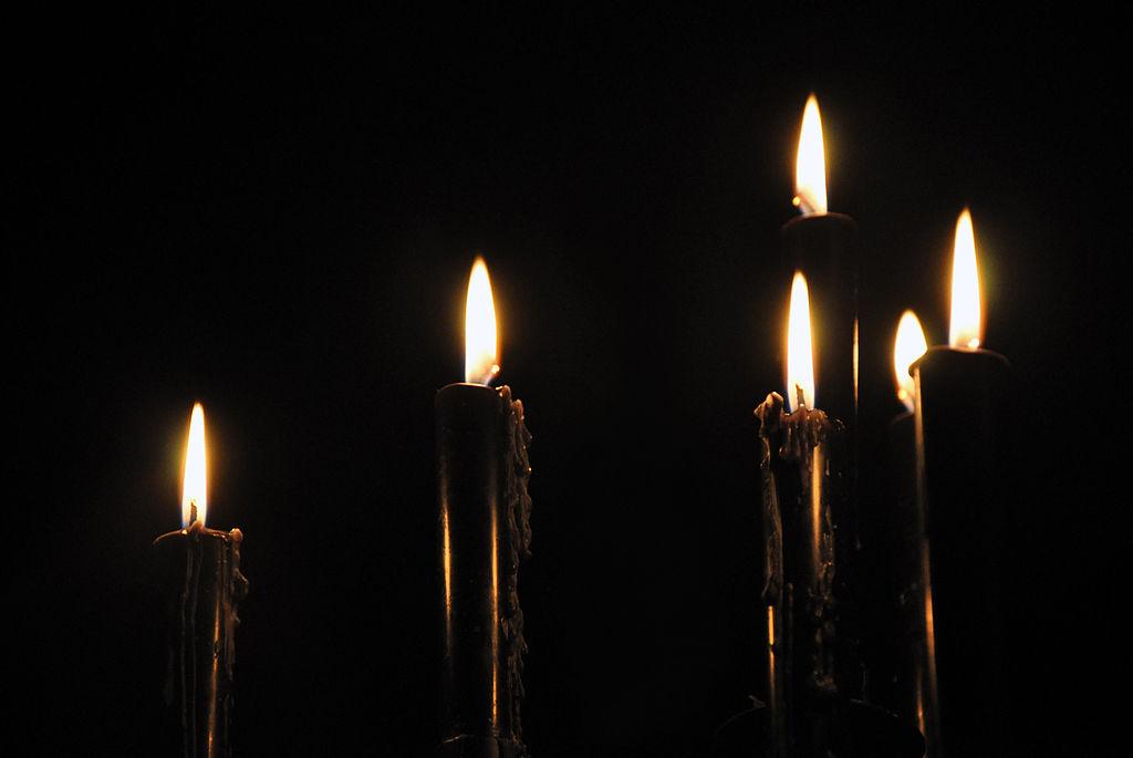 Loadshedding Wikipedia: File:Black Candles Speyer 1.jpg
