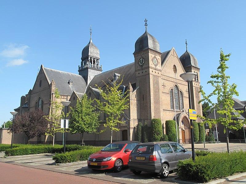 File:Bladel, de Sint Petrus Bandenkerk foto102012-09-16 12.01.jpg