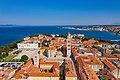 Blick auf die Kirche des Hl. Donat auf dem Römischen Forum in Zadar, Kroatien (48607311738).jpg