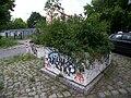 Blumenschalensperre Dolomitenstraße Ecke Esplanade Mai 2009 104 8702.JPG