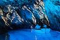 Bootfahrt in der Blauen Grotte auf Bisevo, Kroatien (48693456938).jpg