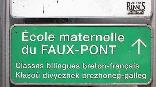Breton school sign in Rennes