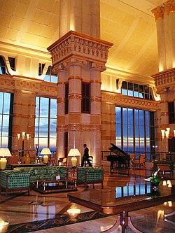 Hotel the empire brun i wikipedia la enciclopedia libre for Hotel club decor