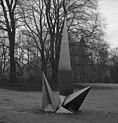 Bundesarchiv B 145 Bild-F041427-0006, Bonn, Garten der Villa Hammerschmidt, Plastik.jpg