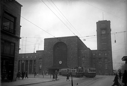 Large ticket hall from Königstraße in 1927