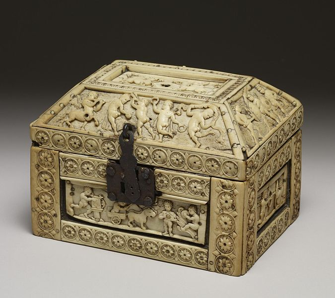 File:Byzantine - Casket with Images of Cupids - Walters 71298 - Three Quarter.jpg