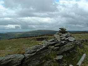 Cairn on 621 m height looking towards Moel Fferna - geograph.org.uk - 648609.jpg
