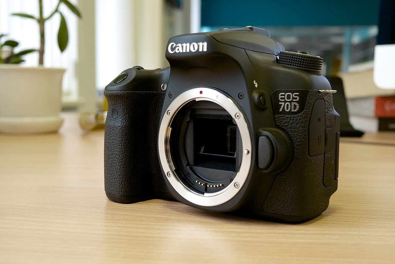 Canon EOS 70D Unboxing - YouTube