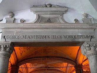 Capela dos Ossos - Image: Capela dos ossos inscricao