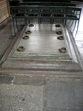 Princess Sophia of Sweden - Floor hatch in Strängnäs Cathedral leading to her brother Charles IX's family crypt, where Sophia's remains also were interred